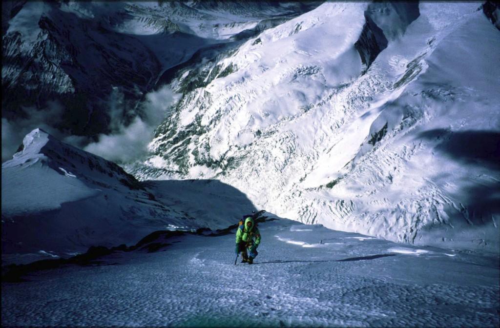 Jan på vej op ad sneflanken i ca. 7200 meter på Dhaulagiri